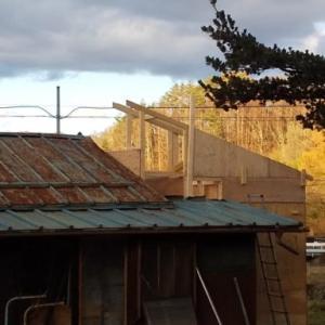 屋根トラス設置開始