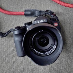 スポーツ観戦、動物の撮影に最適な400㎜ズームレンズ付1インチセンサ搭載830gの Leica V-LUX (Typ114)