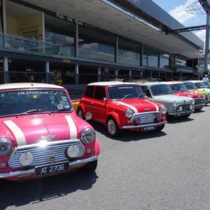 シンガポール MINI 60周年イベントでカートレースも