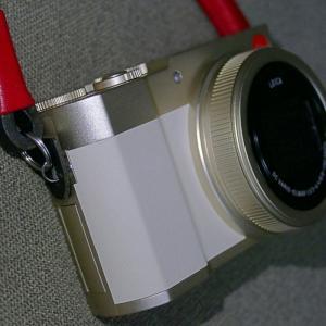 コンパクトデジタルカメラに紐止めではないネックストラップをつける方法