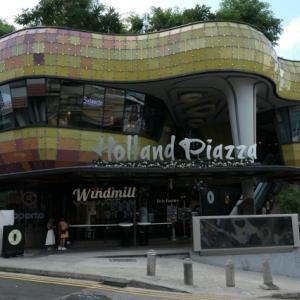 シンガポール ホーランドビレッジ (Holland Village) は夜の観光地、でも昼が好き