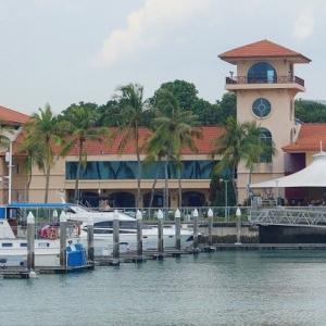 シンガポール マレーシアとともに鎖国状態 人ごみをさける美しい景色のレストラン