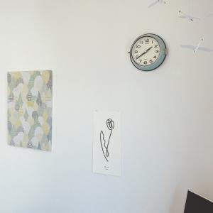 部屋の壁にカレンダーを貼るのはやめた。