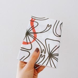 包装紙をブックカバーに。ふいに手に入れたものを有効活用できて嬉しかった話。