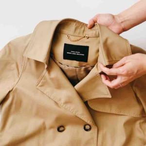 """結局これ1着、秋はロングトレンチ。これこそ""""私服の制服""""だなと思った。"""