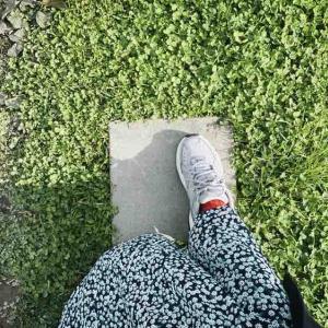 冬に歩くと掻きむしりたいくらい足が痒くなるけど、同じ症状の方いますか?