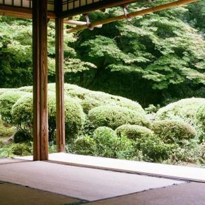 空間の目標はお寺。何もないけど独房じゃない。