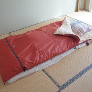 5年愛用の寝袋「オフトン」は最高、でもできれば落ち着いた色が欲しい話と、気になる「羽織るブランケット」