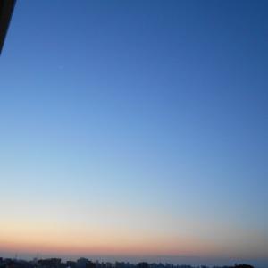 9月22日の夜明け