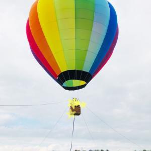 森のマルシェで気球に乗った