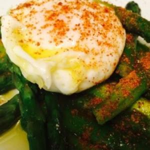 アスパラガス、卵、そしてカラスミ - Uova in camicia con asparagi e bottarga