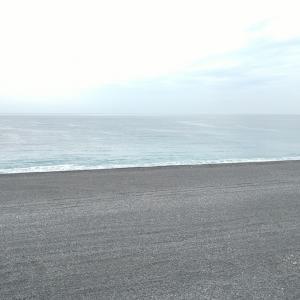 七里御浜 今日一番の波だったのに油断した❢