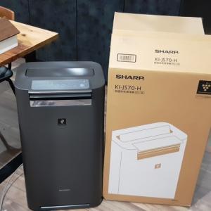 気になる部屋のほこり、空気清浄機プラズマクラスターKC-J50とKI-JS70