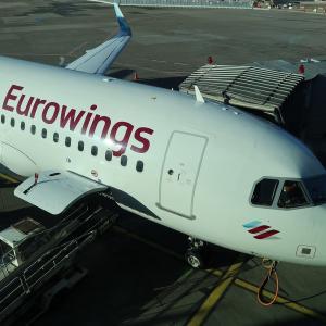 デュッセルドルフ✈️バルセロナ ユーロウィングス9442便 モア・レッグルーム席 搭乗記