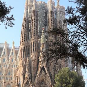 バルセロナで建築物を巡る1 ガウディ建築【サグラダ・ファミリア外観】編