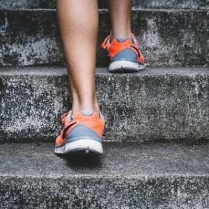 階段を活用して大腿四頭筋を鍛えるとコスパがいい件