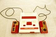 ゲーム機の拘りは赤白の旧型ファミコン!!